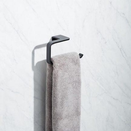 toalheiro argola onyx preto tatay 1 - Aurymat